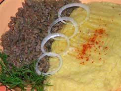 Буламик (кукурузная каша с мясом)
