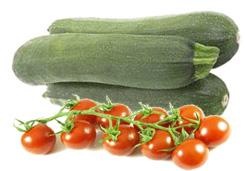 Овощной салат с цукини и помидорами черри