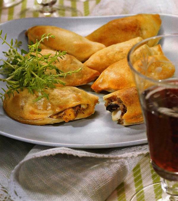 Эмпанадас - пирожки с начинкой по-перуански