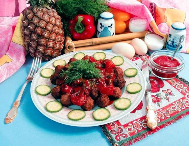 Шарики мясные с ананасами