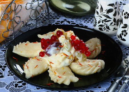 Салат фруктовый с варениками