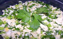 Салат из яиц и зеленого лука
