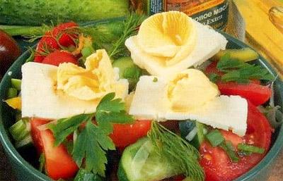 Салат овощной с брынзой по-молдавски