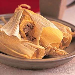 Тамалес - рулеты с листьями маиса