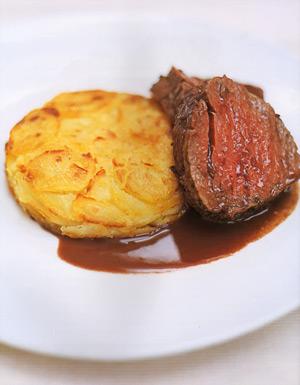 Запеченная говяжья вырезка и картофельный пирог