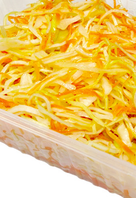 Салат из свежей капусты с морковью и растительным маслом