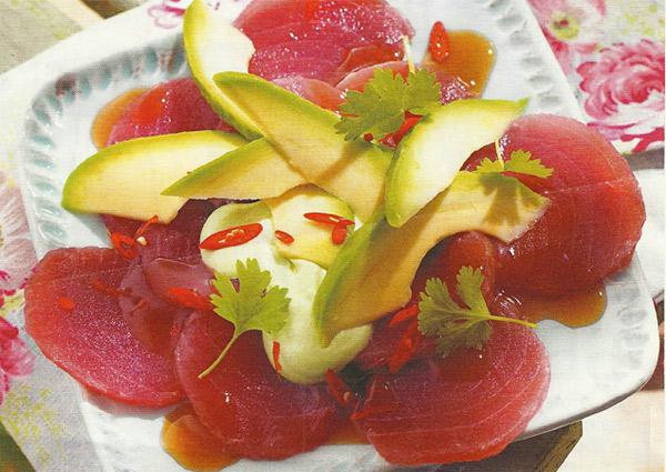 Карпаччо из тунца и авокадо