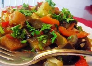 Кольраби,тушенная со свежими грибами и помидорами