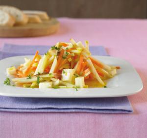 Салат из моркови, яблок и сельдерея