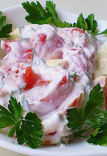 Салат из помидоров с йогуртом