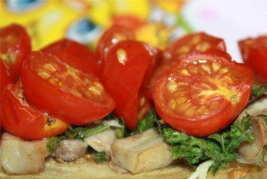 Помидоры с овощами и шампиньонами
