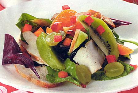 Салат фруктовый с курицей