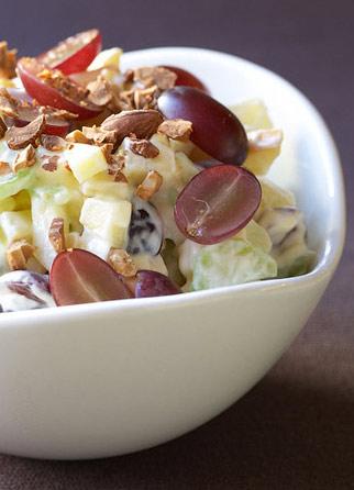 Салат фруктовый со взбитыми сливками