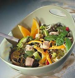 Семга с салатом из свежих овощей по-кремлевски