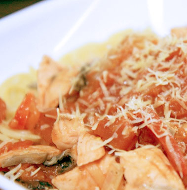 Спагетти с семгой и болгарским перцем