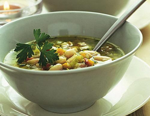 Суп из лука-порея, шпината и фасоли «Зимний день»