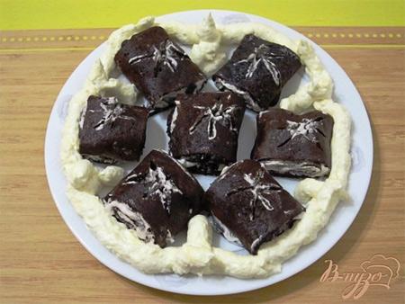 Шоколадные блины с кремом «Черные розы»