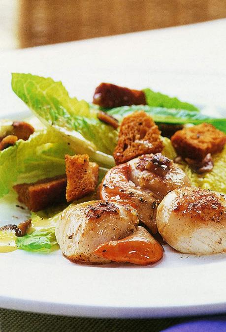 Горячий салат «Цезарь» с гребешками