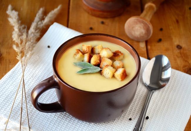 Французский чесночно-сырный суп с гренками