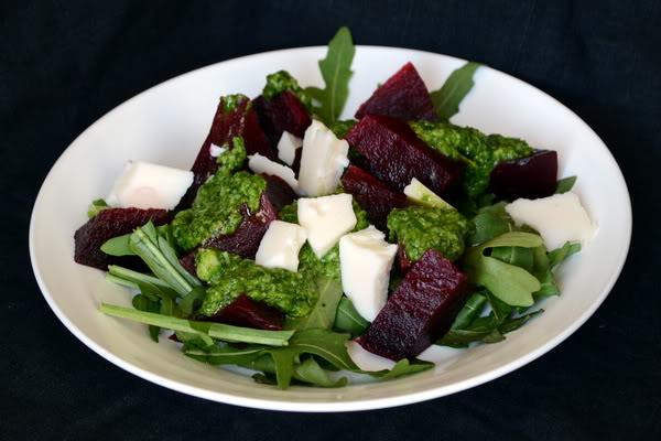 Овощной салат с козьим сыром