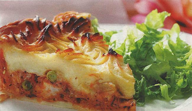 Пирог с рыбой и картофельным пюре