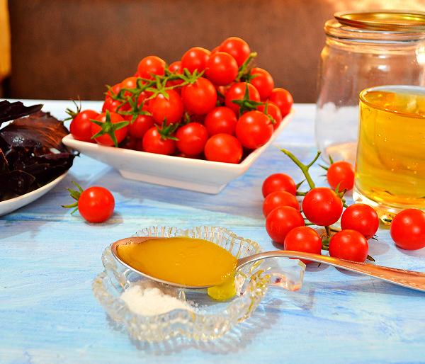 Помидоры в яблочном соке с медом