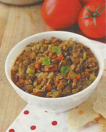 Тушеная чечевица с овощами